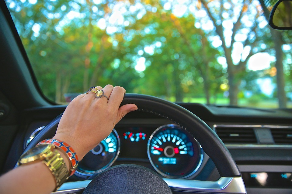 Blog: 9 bad driving habits new drivers should avoid