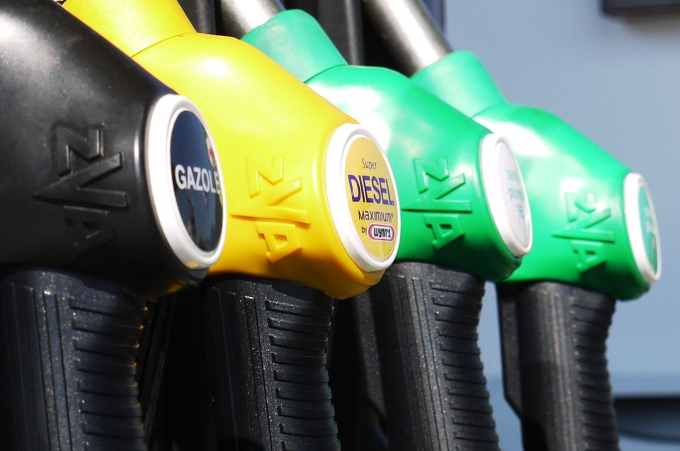 Blog: Save fuel with CarShop's top driving tips